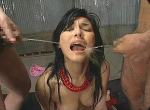 Threesome with two japanese girls